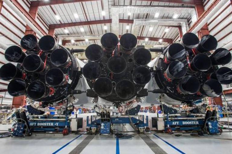 Elon Musk envia carro ao espaço