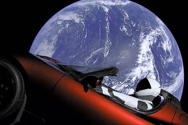 Tesla Roadster alcançou órbita da Terra em uma primeira parada em seu caminho sem retorno