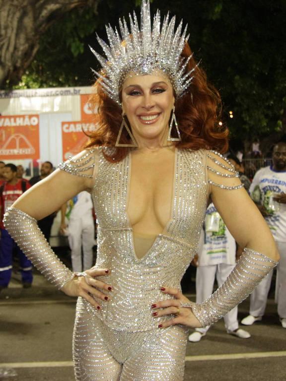 Claudia Raia desfila pela Beija-Flor