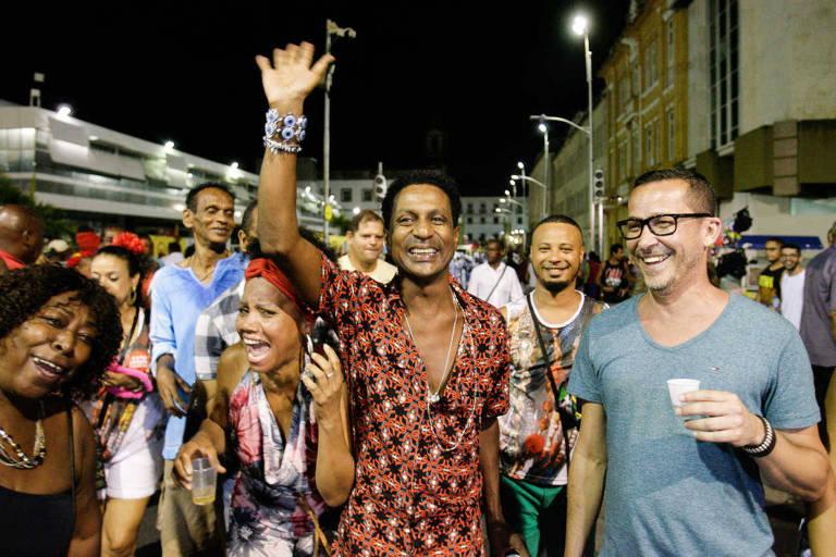 O ator Luís Miranda curte Carnaval na praça Municipal em Salvador