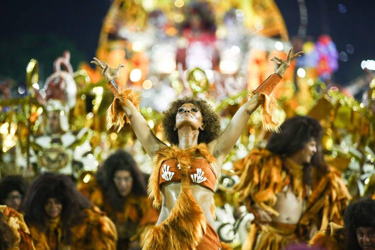 A Imperatriz Leopoldinense misturou realeza e ciência natural no desfile sobre os 200 anos do Museu Nacional, no Rio de Janeiro