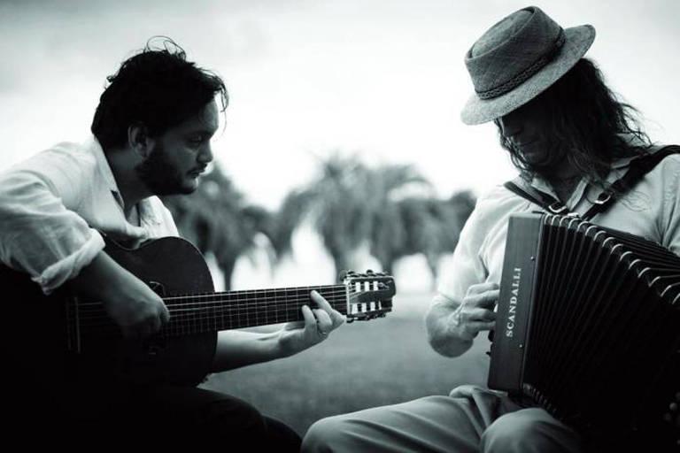 O violonista Yamandu Costa e o acordeonista Renato Borghetti, que lançam disco juntos