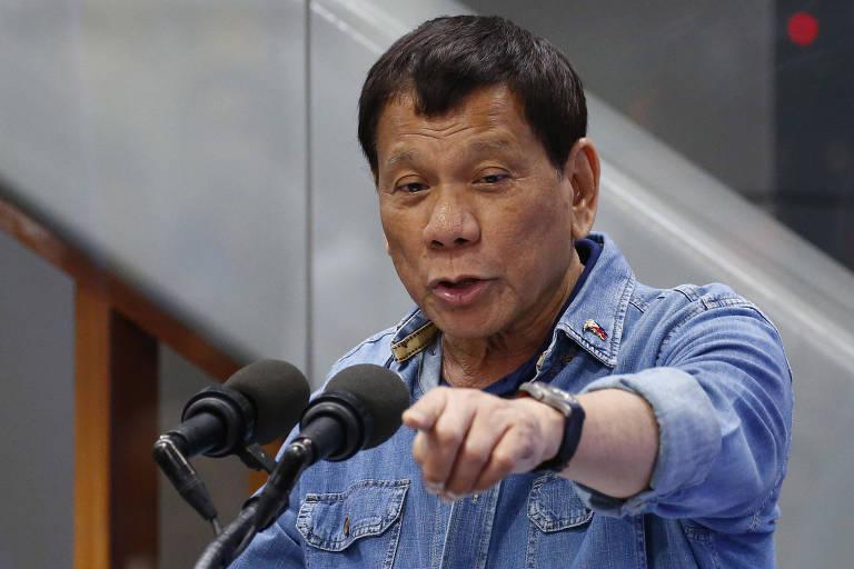 O presidente das Filipinas, Rodrigo Duterte, fala em evento nesta terça (13) perto de Manila