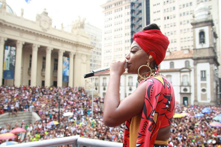 Foliões nos blocos nesta terça-feira de carnaval no Rio