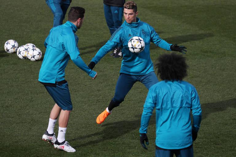 Cristiano Ronaldo e Marcelo durante treino do Real Madrid, que enfrenta nesta quarta (14) o PSG pelas oitavas da Liga dos Campeões