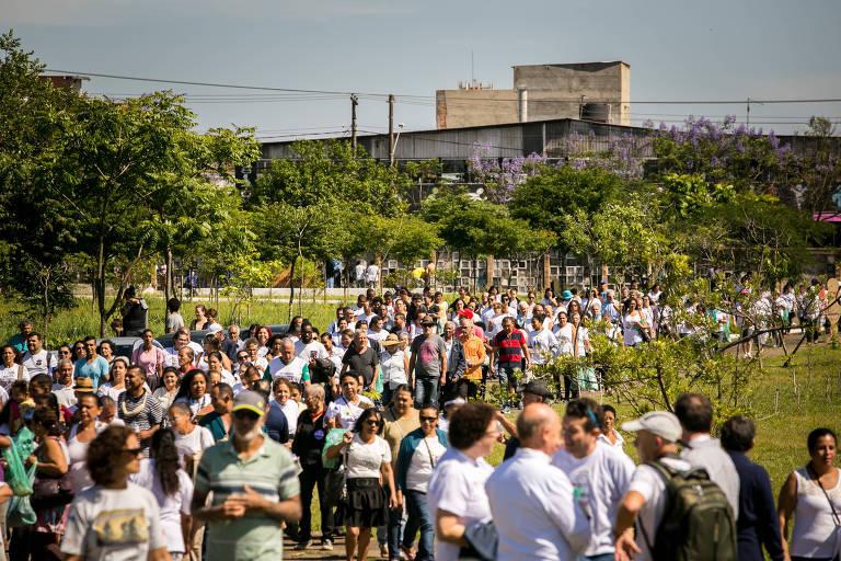 Caminhada pela Vida e pela Paz no cemitério  São Luiz, em São Paulo