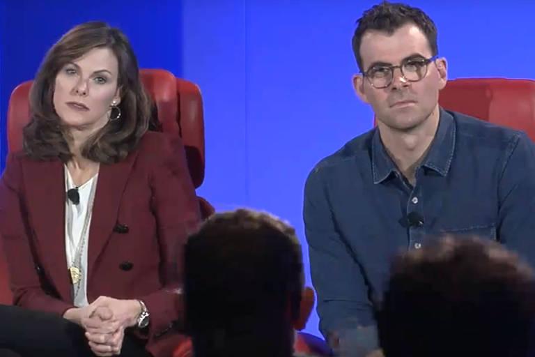 Campbell Brown (à esquerda), chefe de parcerias jornalísticas do Facebook, e Adam Mosseri, responsável pelo feed da rede