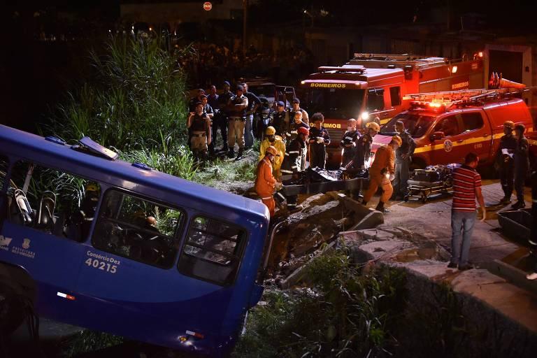 Acidente com ônibus deixa cinco mortos e vários feridos em Belo Horizonte