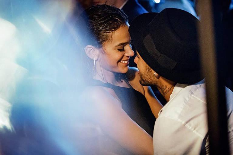 Neymar compartilhou a imagem em seu perfil do Instagram, homenageando a namorada