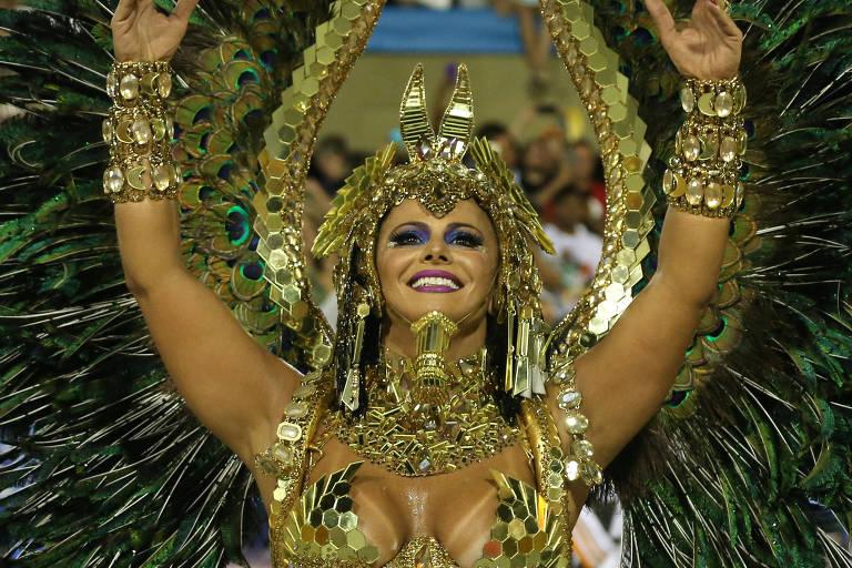 Viviane Araujo foi a rainha de bateria Salgueiro na segunda noite de Carnaval do Rio de Janeiro