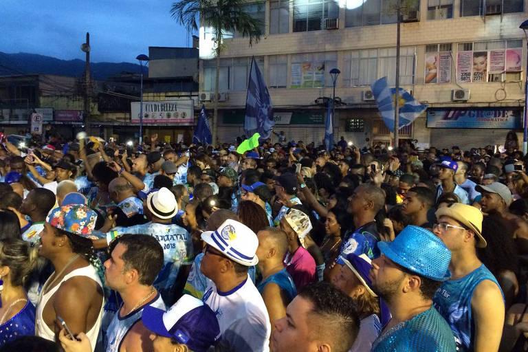 Nilópolis canta samba em homenagem a bicheiro