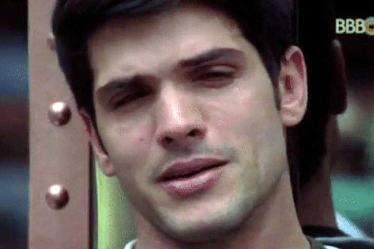 Lucas chora em conversa sobre a noiva no Big Brother Brasil