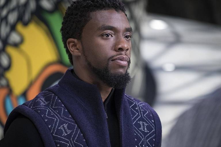 Chadwick Boseman, caracterizado como o princípe T'Challa, protagonista do longa 'Pantera Negra'