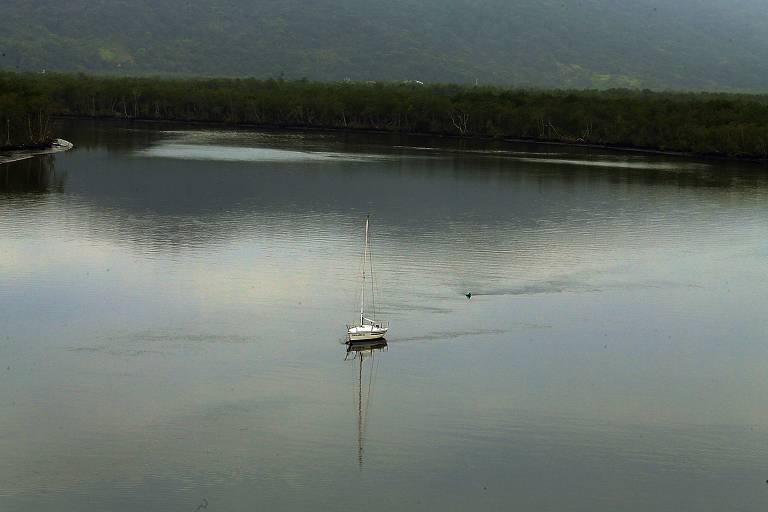 Vista do rio Itapanhaú, na altura de Bertioga, perto de local onde Sabesp fará obras