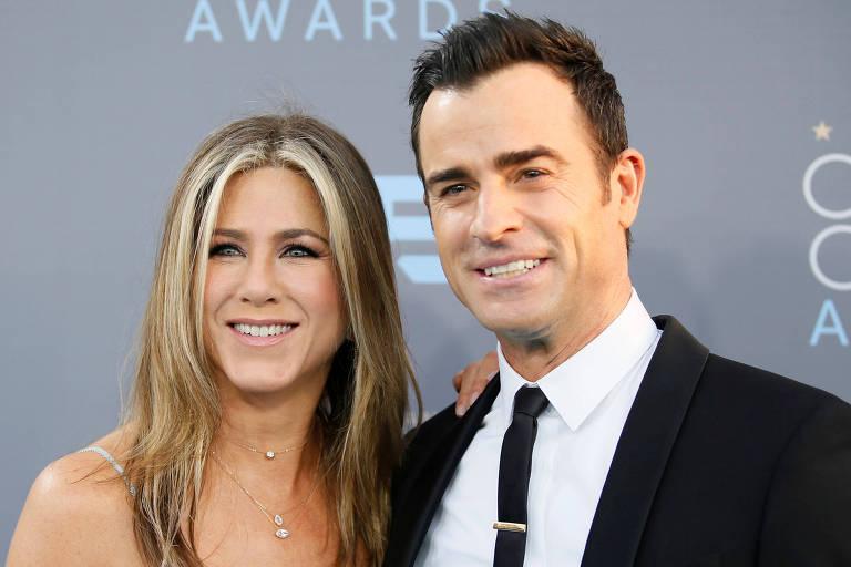 Os atores Jennifer Aniston e Justin Theroux em cerimônia de prêmios em 2016, quando eram casados