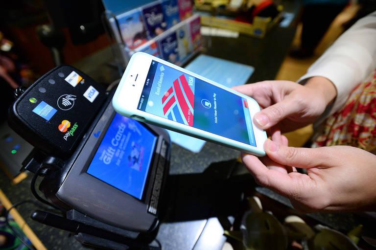 Apple lança sistema que dispensa cartão de crédito no pagamento