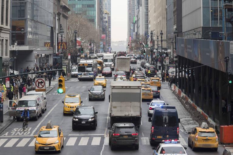 Trânsito em Nova York, cidade estuda implantar pedágio urbano