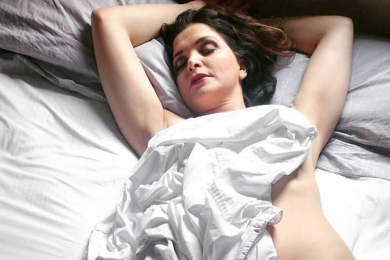Luiza Ambiel publicou uma série de fotos sensuais em seu Instagram