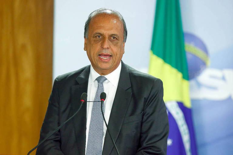Governador do Rio, Luiz Fernando Pezão discursa após Michel Temer (MDB) decretar intervenção no Estado