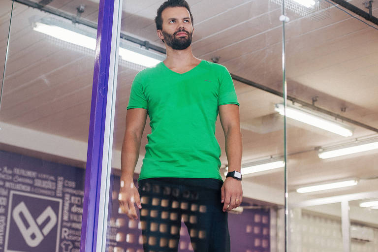 O engenheiro de produção Vinícius Andrade, 29, na Vesteer