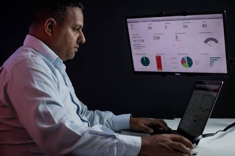 SÃO PAULO, SP, BRASIL, 15-02-2018: A maioria das grandes empresas de segurança da informação ainda não oferece serviços simplificados e mais baratos para pequenos empresários do setor de e-commerce. Contudo, empresas menores oferecem alternativas e lucram com isso, como a Hands On, de Fabio Silva (36). (Foto: Bruno Santos/ Folhapress) *** FSP-ESPECIAIS *** EXCLUSIVO FOLHA***-