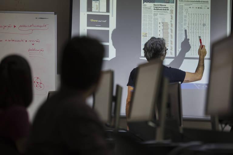 Trainees assistem aula na redação da Folha