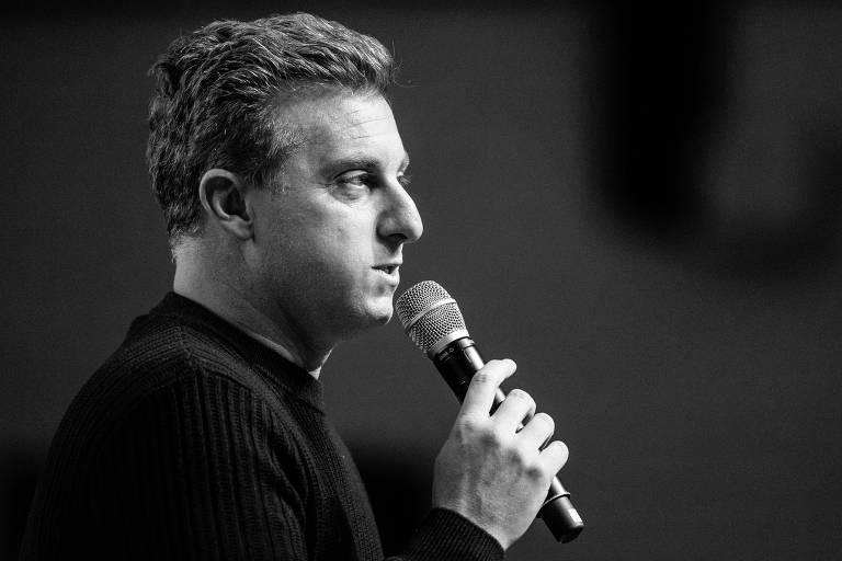 Luciano Huck durante palestra na capital paulista; o apresentador reafirmou que não se candidatará à Presidência