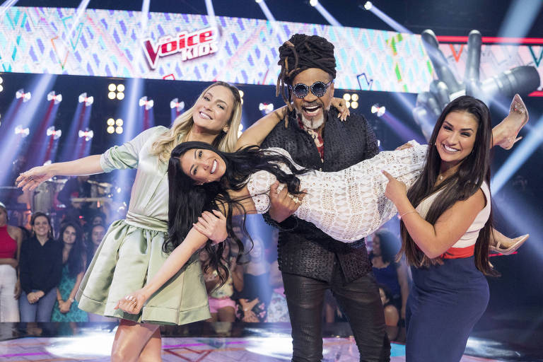 Claudia Leitte, Carlinhos Brown e a dupla Simone & Simaria no 'The Voice Kids'