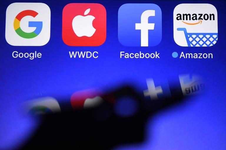 Logos da Google, Apple, Facebook e Amazon em Hédé-Bazouges, na França
