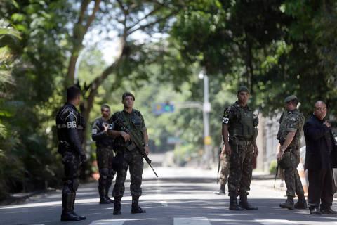 Após intervenção federal, presos fazem rebelião em presídio no Rio de Janeiro