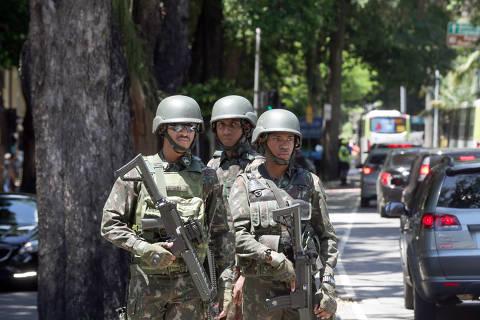 Polícia aos 'cacos' é o desafio de fogo em intervenção no RJ