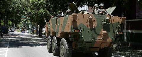 RIO DE JANEIRO - RJ - 17.02.2018 - Tanque do exército próximo ao Palácio Guanabara, no Rio de Janeiro, após o Governo Federal determinar a intervenção militar na segurança pública no estado. . (Foto: Danilo Verpa/Folhapress, COTIDIANO) ORG XMIT: INTERVENÇÃO MILITAR NO RIO ORG XMIT: AGEN1802171238147103 DIREITOS RESERVADOS. NÃO PUBLICAR SEM AUTORIZAÇÃO DO DETENTOR DOS DIREITOS AUTORAIS E DE IMAGEM
