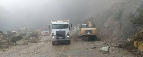 Interdição na rodovia Mogi-Bertioga