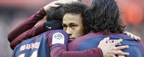 PSG's Neymar hugs teammates after Angel Di Maria scores a goal against Strasbourg during the French League One soccer match between Paris Saint Germain and Strasbourg, at the Parc des Princes stadium in Paris, France, Saturday, Feb. 17, 2018. (AP Photo/Francois Mori) ORG XMIT: YFM112