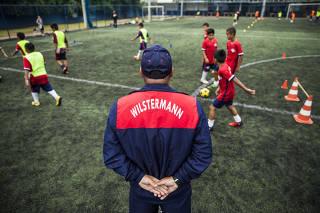 Escolinha de time bolivianointegra filhos de imigrantes aSP