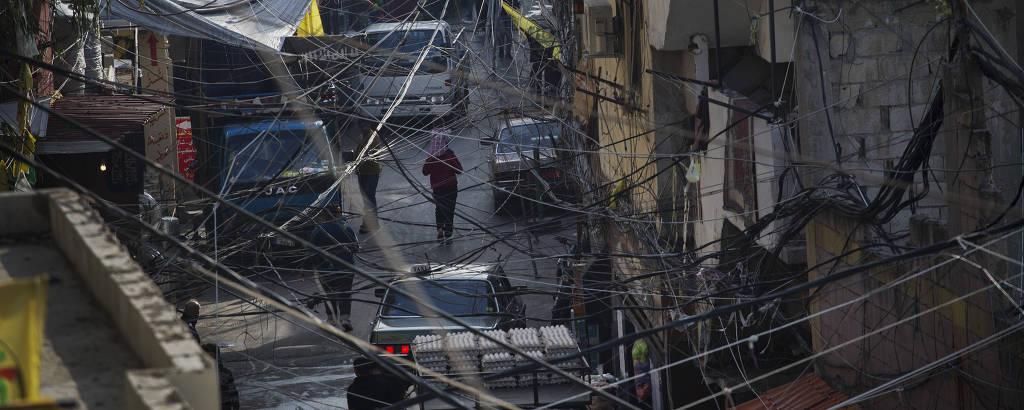 Rua no campo de refugiados palestinos de Ein el Hilweh, o maior do Líbano, mais de 80 mil pessoas moram em meio à violência em um espaço total de 1,5 quilômetro quadrado