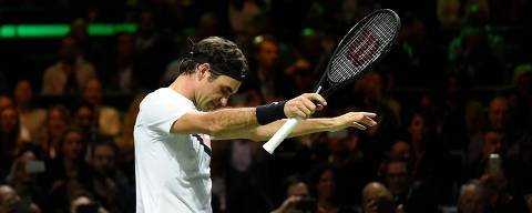 Switzerland's Roger Federer celebrates after victory over Netherlands Robin Haase in their quarter-final singles tennis match for the ABN AMRO World Tennis Tournament in Rotterdam on February 16, 2018.  / AFP PHOTO / JOHN THYS ORG XMIT: THY01