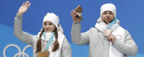 Medals Ceremony - Curling - Pyeongchang 2018 Winter Olympics - Mixed Doubles - Medals Plaza - Pyeongchang, South Korea - February 14, 2018 - Bronze medalists Aleksandr Krushelnitckii and Anastasia Bryzgalova, Olympic athletes from Russia, on the podium. REUTERS/Eric Gaillard ORG XMIT: MJB40