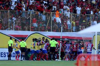 Jogo entreVitória e Bahia tem briga no campoe fim antecipado