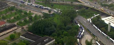 Ônibus parados durante greve em Santo André