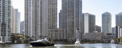 High-rise condos in MiamiÕs Brickell District, where the Miami River outlets into Biscayne Bay, Dec. 20, 2017. The short waterway, once a polluted eyesore and a hotspot for crime, is now is in the midst of a vigorous regeneration, with fortunes being lavished on flamboyant condominium towers, first-class restaurants, retail stores and more. (Moris Moreno/The New York Times) ORG XMIT: XNYT104