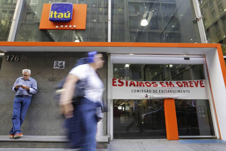 Agência bancárias da região central de São Paulo fechada durante paralisação em protesto contra a reforma da Previdência