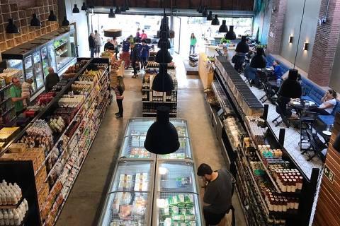 Ambiente do Mercado Aldeia, espaço com ampla variedade de produtos orgânicos *** ****