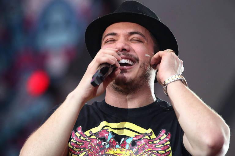 Wesley Safadão cantando no Villa Mix
