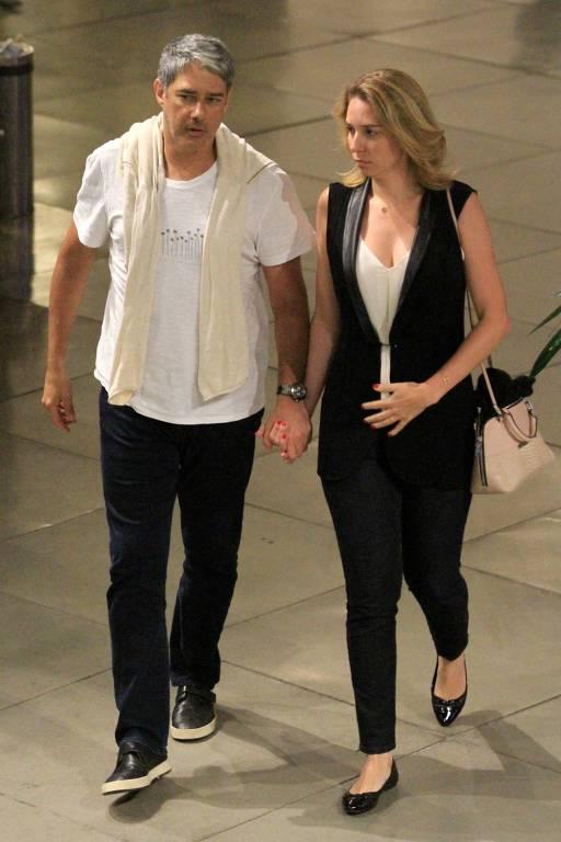 William Bonner e sua namorada no Shopping da Gávea na Zona Sul do Rio