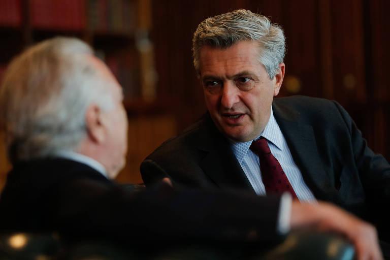 O alto comissário da ONU para refugiados, Filippo Grandi, conversa com Temer