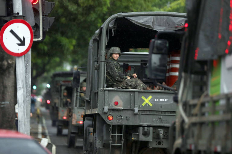 Tropas do Exército deixam quarteis em Deodoro em razão da intervenção federal na segurança pública do Rio, em fevereiro