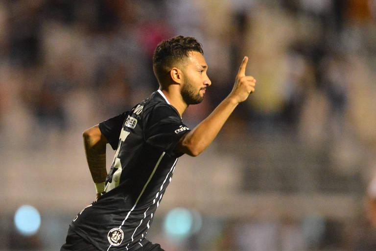 Clayson, do Corinthians, comemora o primeiro gol marcado no empate por 1 a 1 com o Red Bull, em Campinas