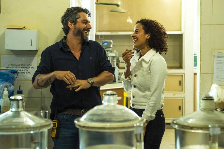 """Os atores Alexandre Nero e Maeve Jinkings em cena de """"Onde Nascem os Fortes"""" (Globo)"""