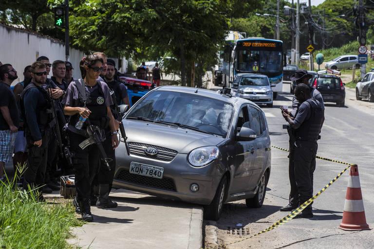 Carro do sargento do Exército Bruno Albuquerque Cazuca, que foi morto após uma tentativa de assalto no estrada Rio-São Paulo